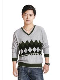 男士V领菱形格子羊绒衫